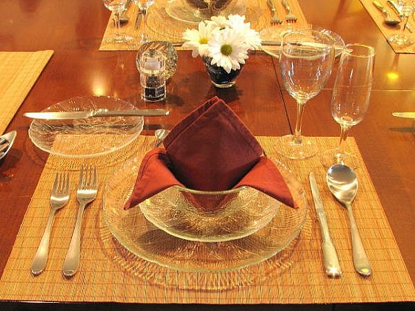 how to set dinner table
